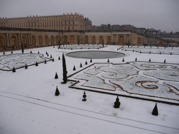 Versailles's orangerie in the snow